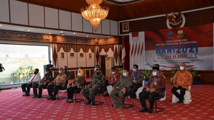Penjabat (Pj) Gubernur Jambi Dr. Hari Nur Cahya Murni, M.Si mengikuti peringatan Hari Anti Narkotika Internasional (HANI) tahun 2021 secara viirtual bersama Wakil Presiden Republik Indonesia Ma'aruf Amin dari Istana Wakil Presiden Jakarta.
