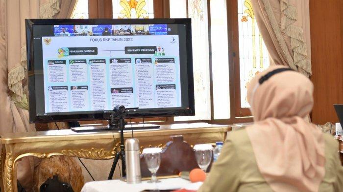 Penjabat (Pj) Gubernur Jambi, Dr.Hari Nur Cahya Murni,M.Si mengusulkan 3 (tiga) proyek prioritas nasional kepada Kepala Badan Perencanaan Pembangunan Nasional (Bappenas)/Menteri Perencanaaan Pembangunan Nasional (PPN), Suharso Monoarfa dalam Rapat Penajaman Rencana Proyek Prioritas Strategis (Major Project) yang akan Dilaksanakan di Daerah Tahun 2022.
