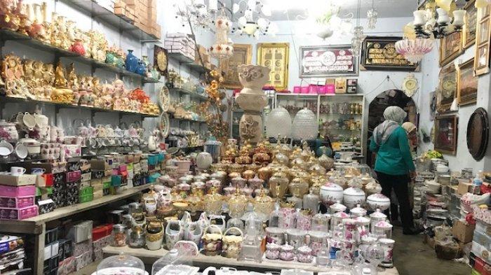 Penjual Keramik Pasar Sitimang Kota Jambi Manfaatkan Sosial Media Untuk Tingkatkan Penjualan