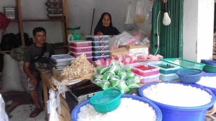 Penjual Kolang Kaling Naik Haji, Mampu Sekolahkan Anak Hingga Menjadi Guru