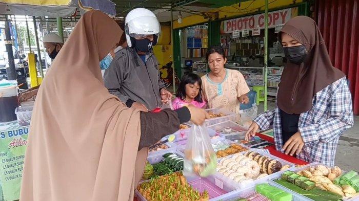 Manisnya Omset Penjual Takjil di Bulan Ramadan, Kebanjiran Pembeli