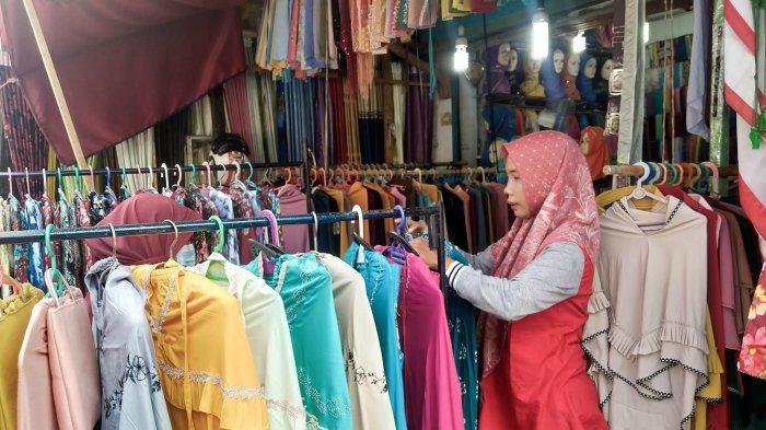 Penjualan Baju Gamis di Gang Siku Kota Jambi Mulai Meningkat Pada Ramadan Tahun Ini