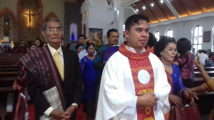 Pentahbisan Imamat Antonius Manik Disambut Tarian 4 Etnis di Jambi,Sosok Imam Katolik yang Supel