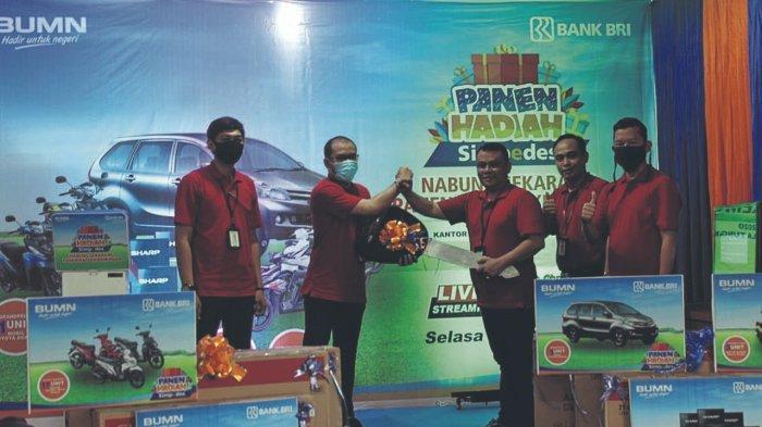 BRI Cabang Kuala Tungkal Gelar Panen Hadiah Simpedes, Reza Dapat Grand Prize Satu Unit Mobil