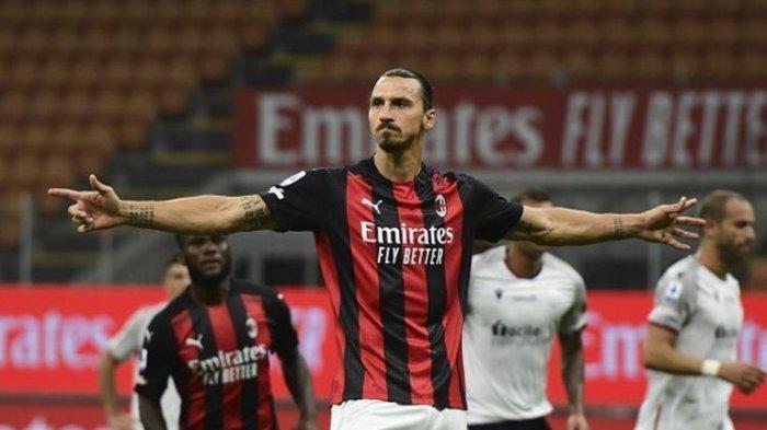 Penyerang Swedia AC Milan Zlatan Ibrahimovic melakukan selebrasi setelah mencetak gol kedua timnya melalui tendangan penalti selama pertandingan sepak bola Serie A Italia AC Milan vs Bologne di stadion San Siro di Milan pada 21 September 2020.