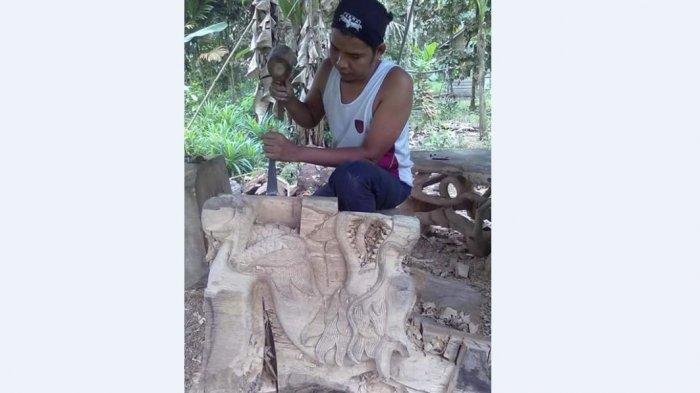 WIKIJAMBI Pasang Surut Ukiran Kayu di Pulau Betung Batanghari sejak 1990-an, Ternyata Ini Kendalanya