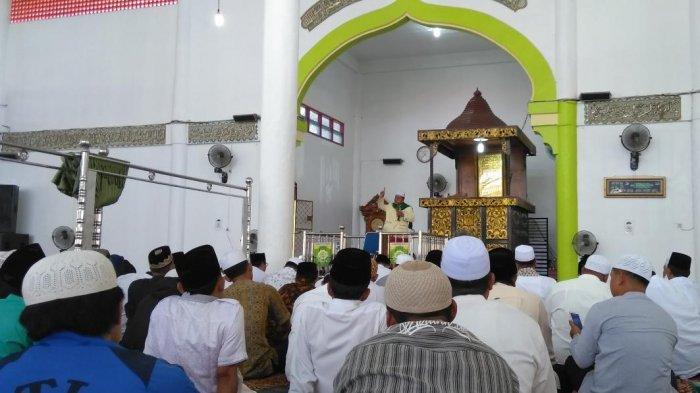 Bupati dan Wakilnya Sholat Ied di Masjid yang Sama, Warga diminta Patuhi Protokol kesehatan