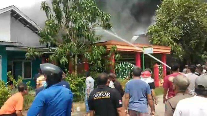 BREAKING NEWS Kebakaran di Lorong Andalas Tanjabbar, Lima Armada Damkar Dikerahkan