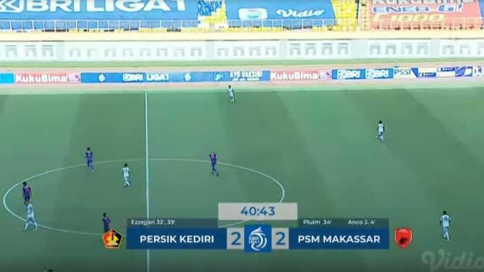 Pertandingan Persik vs PSM Makassar