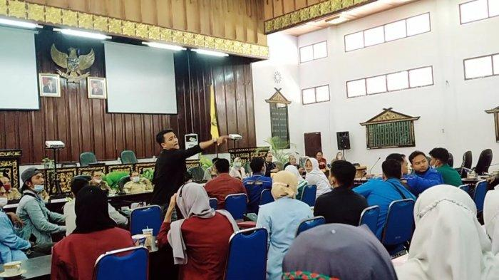 Pertemuan Mahasiswa Bungo dengan DPRD Memanas, Datuk Sinaro Putih Akui Terima Fee dari Cukong PETI
