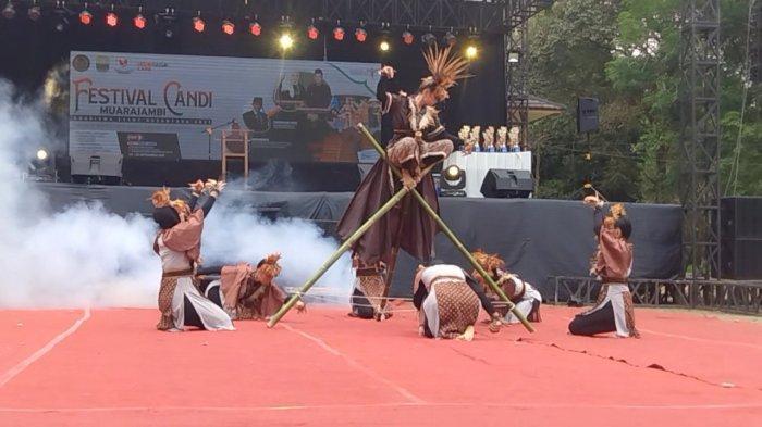Ratusan Penonton dan Tamu Undangan Terkesima Saksikan Pertunjukan di Festival Candi Muara