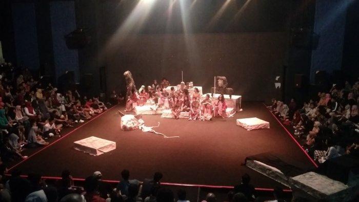 Pentas Teater Unik Pakai Barang Bekas, 'Sebutir Kepala dan Seekor Kucing' Disuguhkan 3 Hari