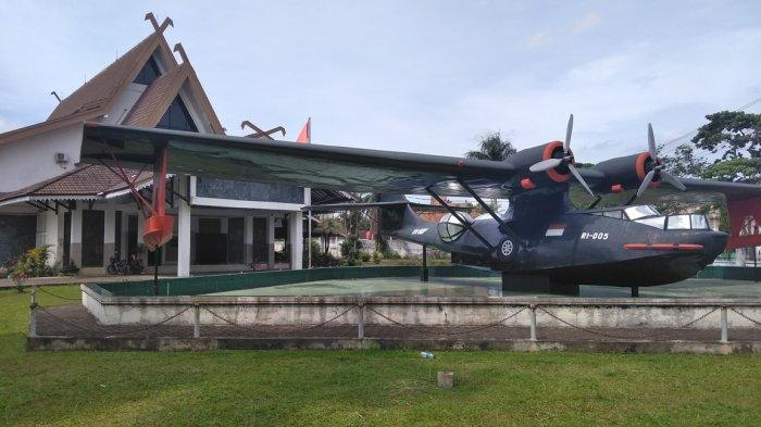 pesawat-catalina-ri-05-di-museum-perjuangan-rakyat-jambi.jpg
