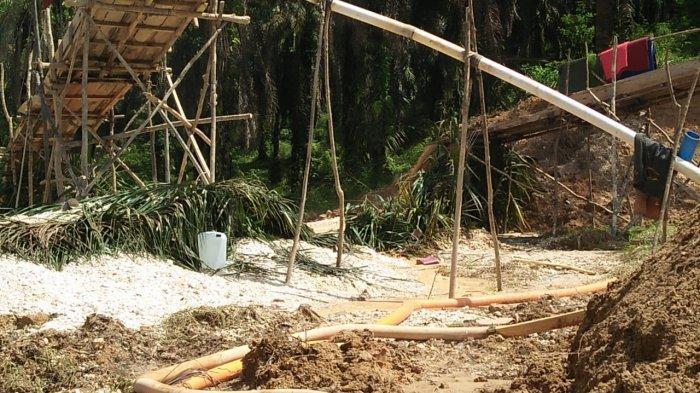 Lokasi tiga warga tewas tertimbun tanah terbis di saat melakukan penambangan emas tanpa izin (PETI) di Merangin, Kamis (4/6/2020).