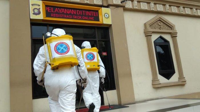 Antisipasi Corona, Detasemen Gegana Semprot Cairan Disinfektan ke Sejumlah Tempat Umum di Jambi