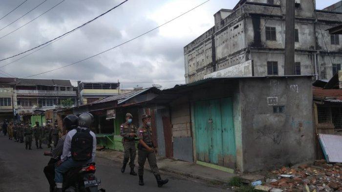 BREAKING NEWS Petugas Gabungan Memenuhi Pasar Kito, Bangunan Pasar Bakal Dibongkar