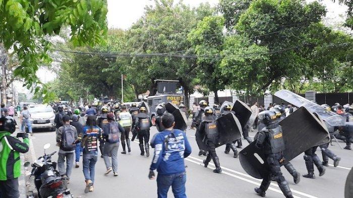 Sore Ini Demo 1812 di Jakarta, Polisi Halau Massa Mengalir Datangi Kawasan Patung Kuda