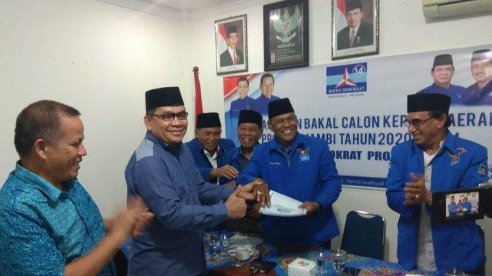 Pinang Partai Demokrat, Tim Fachrori Umar Beri Kenang-kenangan dengan Cincin Biru
