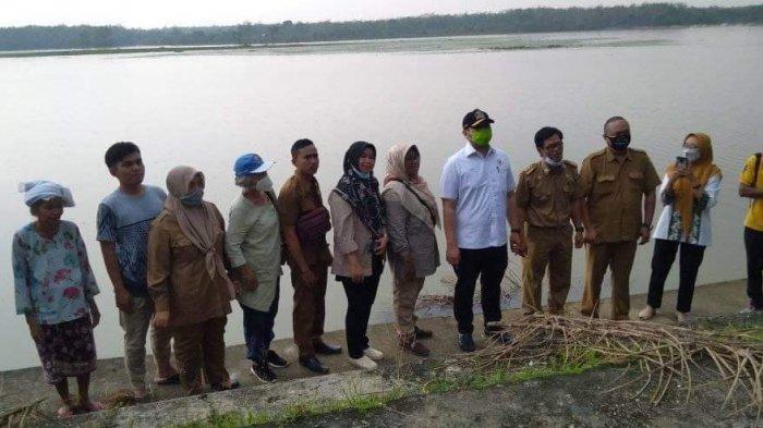 Pinto Tabur Benih Ikan di Kelurahan Kampung Baru Merangin, Warga Ucapkan Terima Kasih
