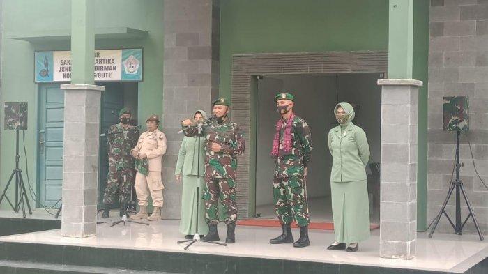 Letkol Inf Widi Rahman, Komandan Distrik Militer 0416/Bungo Tebo pisah sambut dengan Letkol Inf Arianto Maskarr Subagio dan anggota Makodim, Minggu (14/1/2021)