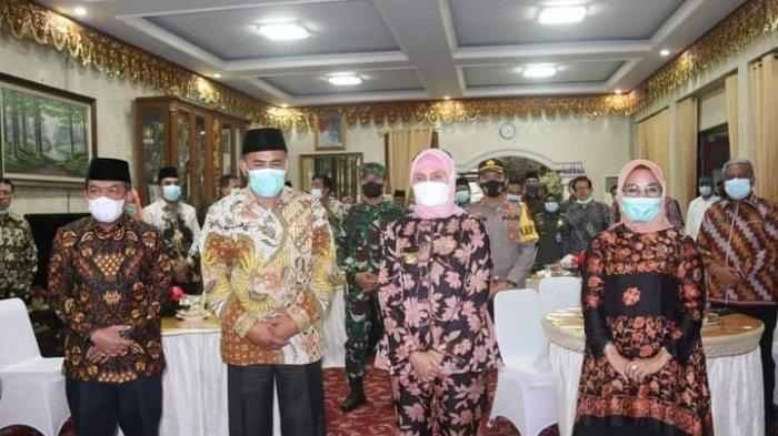 Pj Gubernur Jambi Dr Hari Nur Cahya Murni,M.Si berfoto bersama Wakil Bupati Sarolangun, Hilalatil Badri