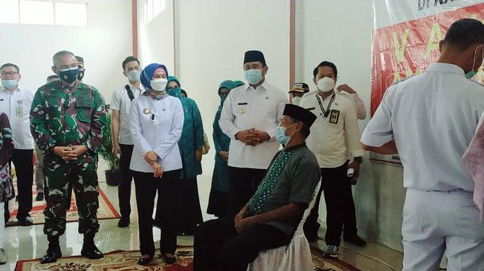 Pj Gubernur Jambi Tinjau Vaksinasi Serentak di Bungo