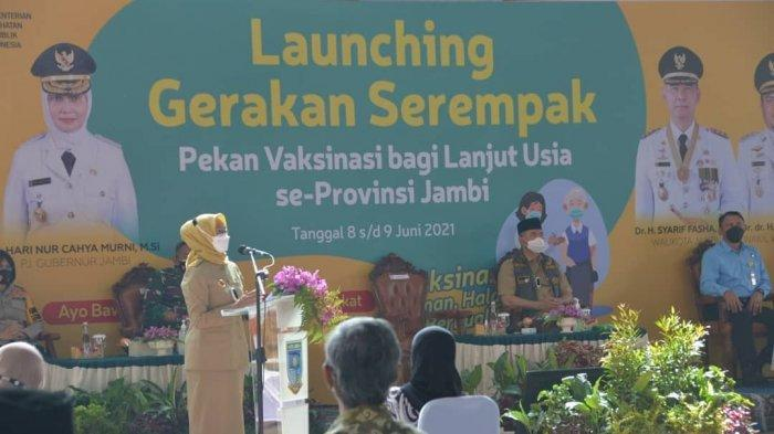 PJ Gubernur Jambi memberi sambutan saat launching Gerakan Serempak Pekan Vaksin Lansia Serentak se-Provinsi Jambi, Selasa pagi (8/6/2021) pagi.