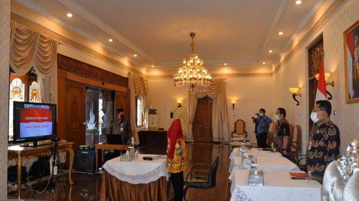 Penjabat (Pj) Gubernur Jambi Dr. Hari Nur Cahya Murni mengikuti Rapat Koordinasi Teknis Perencanaan Pembangunan (Rakortekrenbang) secara daring.