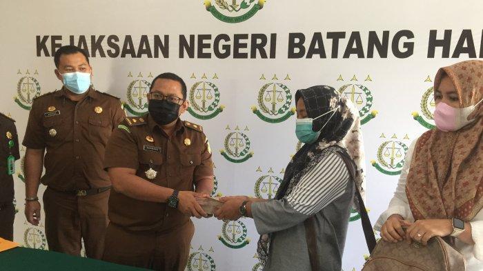 Dugaan Korupsi Dana Desa, Pj Kades Kembang Tanjung Kembalikan Uang Rp 220 Juta ke Kejari Batanghari