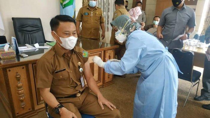 Pj Sekda Sungai Penuh Awali Pemberian Vaksinasi Dosis ke-2