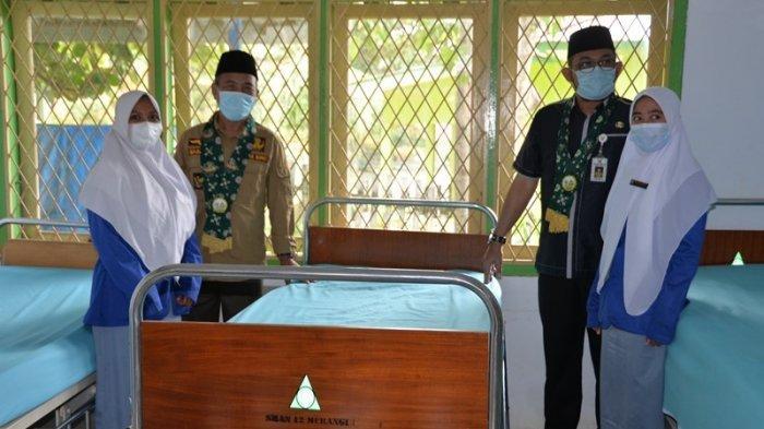 Plh.Gubernur Jambi Sudirman,SH,MH melakukan seremoni pelaksanaan pembelajaran tatap muka bagi satuan pendidikan SMA,SMK, dan SLB dalam provinsi Jambi berdasarkan adaptasi kebiasaan baru di masa pandemi covid -19.