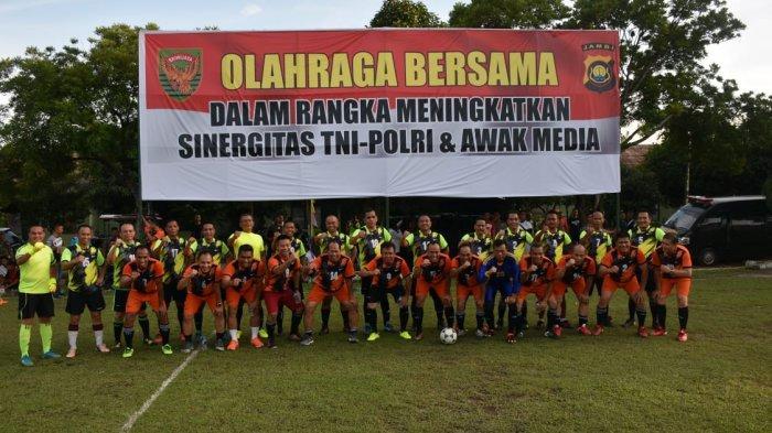 Kapolda Jambi dan Pangdam II Sriwijaya Tanding Sepakbola Persahabatan Bersama Awak Media