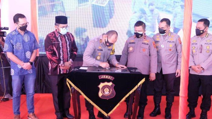 Polda Jambi menjadi penyedia perumahan terbanyak yakni sebanyak 2.116 Unit, hal ini terungkap dalam acara launching secara virtual 100.000 rumah untuk Pegawai Negeri Pada Polri (PNPP) se-Indonesia yang dipimpin oleh Kapolri Jenderal Polisi Drs. Listyo Sigit Prabowo, MSi