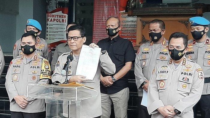 Bareskrim Polri perintahkan Polda Metro cari penyebar video hoaks penembakan Laskar FPI di medsos serta memproses hukum. Kadiv Humas Polri Irjen Argo Yuwono didampingi (kiri) Kapolda Metro Jaya M Fadil Imran dan Kabareskrim Polri Listyo Sigit Prabowo.
