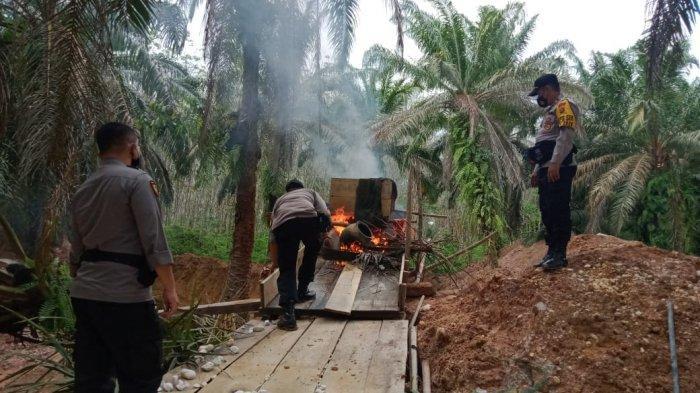 Razia PETI di Merangin Bocor, Peralatan PETI Dibakar Polisi, Kapolsek Minta Masyarakat Berhenti