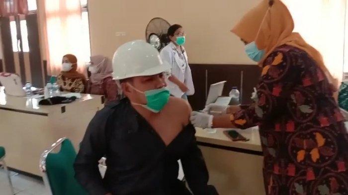 Polres Sarolangun dan Dinkes Lakukan Vaksinasi Covid-19 untuk Lansia dan Pelayan Publik