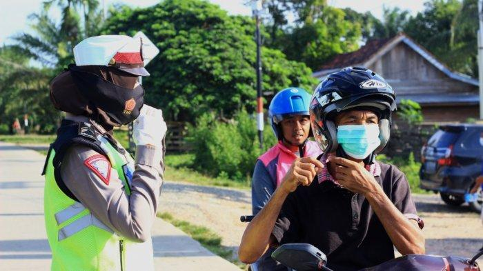 Unik! Aksi Polwan Cantik di Tebo Turun ke Jalan Ajak Masyarakat Gunakan Masker