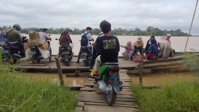 Puluhan Tahun Masyarakat Tiga Desa di Muarojambi Gunakan Pompong Sebagai Alat Transportasi