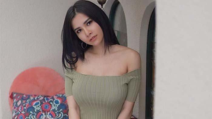 Presenter Maria Vania