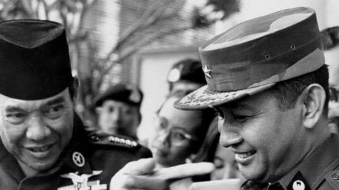 Presiden Soekarno dan Mayjen Soeharto.