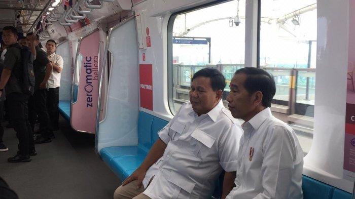 Kompak Pakai Baju Putih- Jokowi-Prabowo Berbincang Santai dan Duduk Berdampingan di MRT