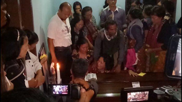 BREAKING NEWS Ya, Tuhan Anak Aku! Warga Mendalo Korban Kecelakaan Lion Air Tiba di Jambi