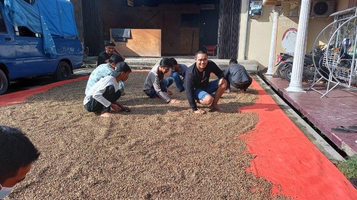 Pertahankan Kemasan Kertas Kacang, Kopi Nur Melegenda di Kerinci dan Sungai Penuh