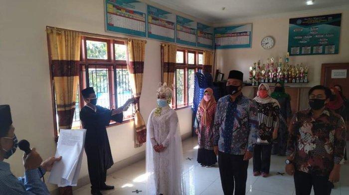 Anggota PPS Sungai Penuh Ini Kenakan Gaun Pernikahan Saat Pelantikan