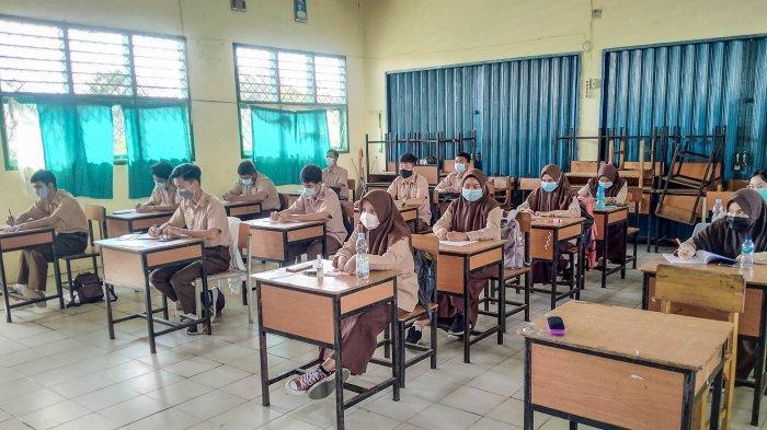 Siswa Bahagia di Awal PTM, Proses Belajar di SMAN 6 Kota Jambi Berjalan Lancar