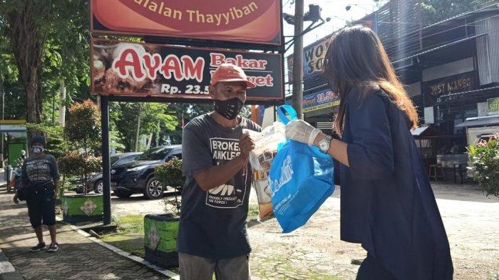 PT Bestprofit Futures Jambi Bagikan Paket Sembako dan Donasi Untuk Panti Jompo