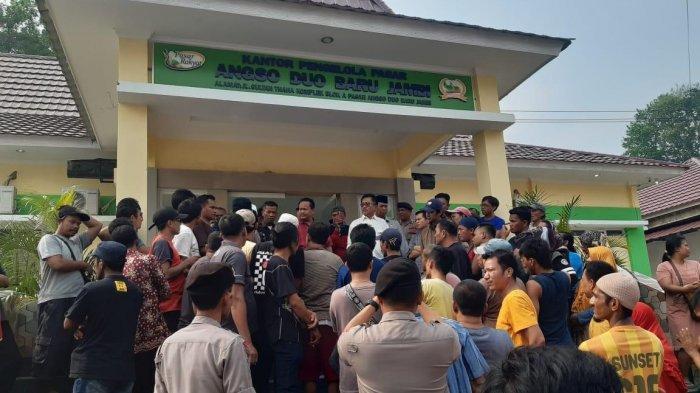 PT EBN Pungut Uang Keamanan Rp 20 Ribu per Lapak di Angsoduo, Pedagang: Ini Namanya Memeras