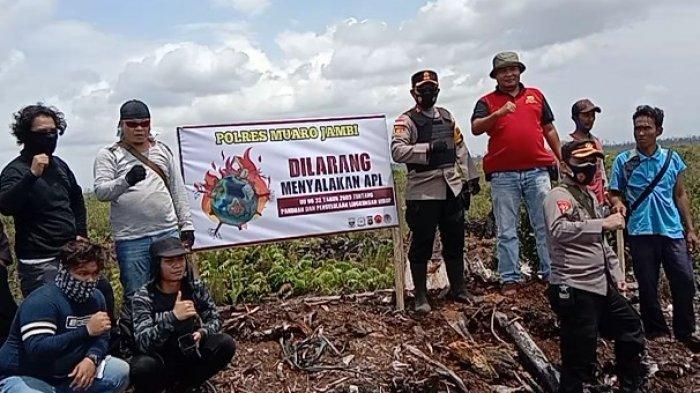 Polres Muarojambi beserta jajarannya sosialisasi pencegahan kebakaran hutan dan lahan (karhutla) hingga kawasan PT Pesona Rimba Belantara.