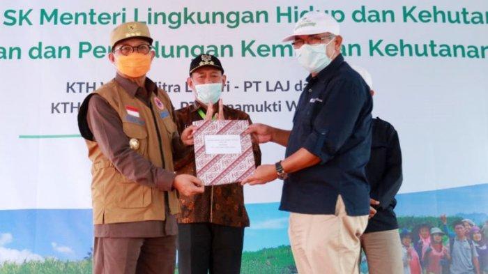 Pertama Kali di Konsesi HTI Provinsi Jambi, 2 Kelompok Tani Hutan Dapat SK Kulin KK dari Menteri LHK
