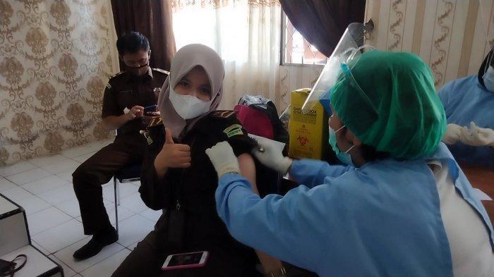 Puluhan Pegawai Kejari Muarojambi Jalani Vaksinasi Tahap Kedua